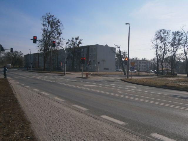 ul. Andersa 81/ściana budynku (od strony średnicówki)