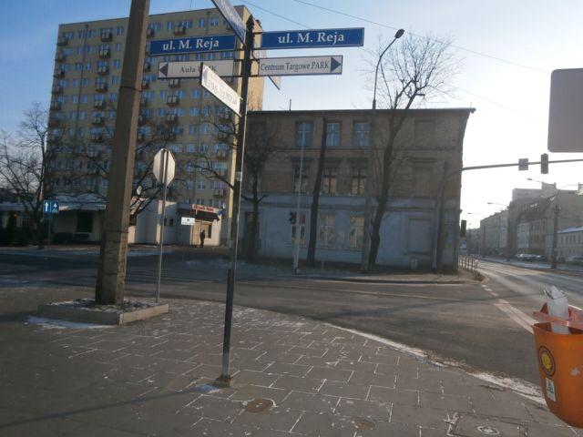 ul. Broniewskiego 24/Reja 32/ściana budynku