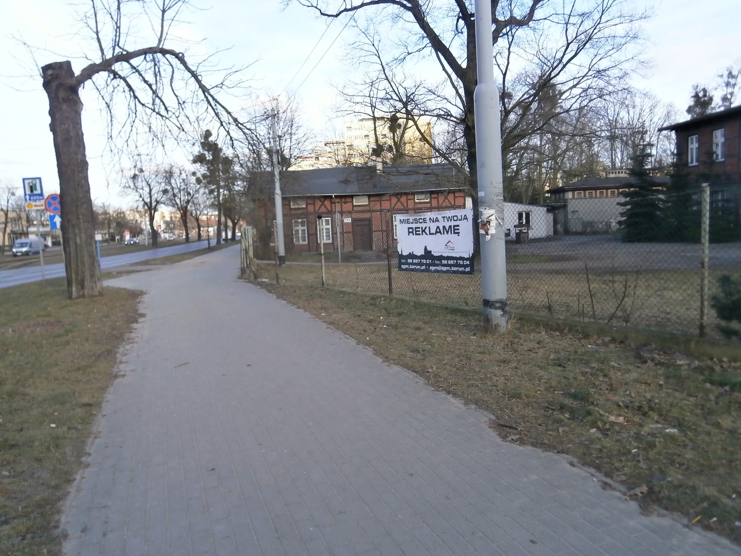 ul. Kościuszki 24/na ogrodzeniu