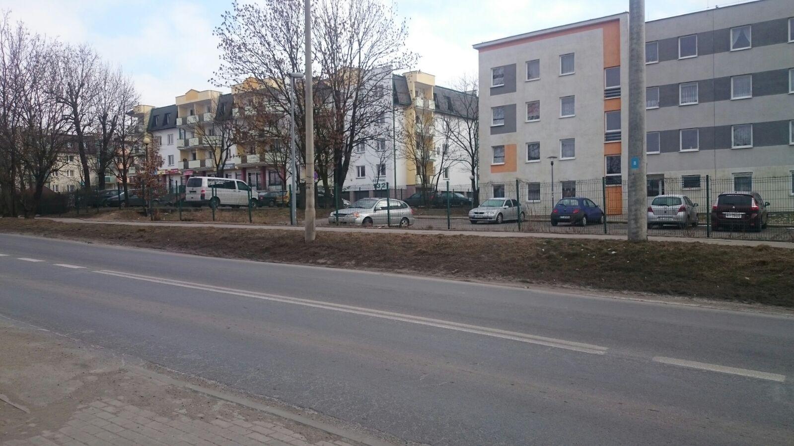 ul. Olsztyńska 126-128/ na ogrodzeniu