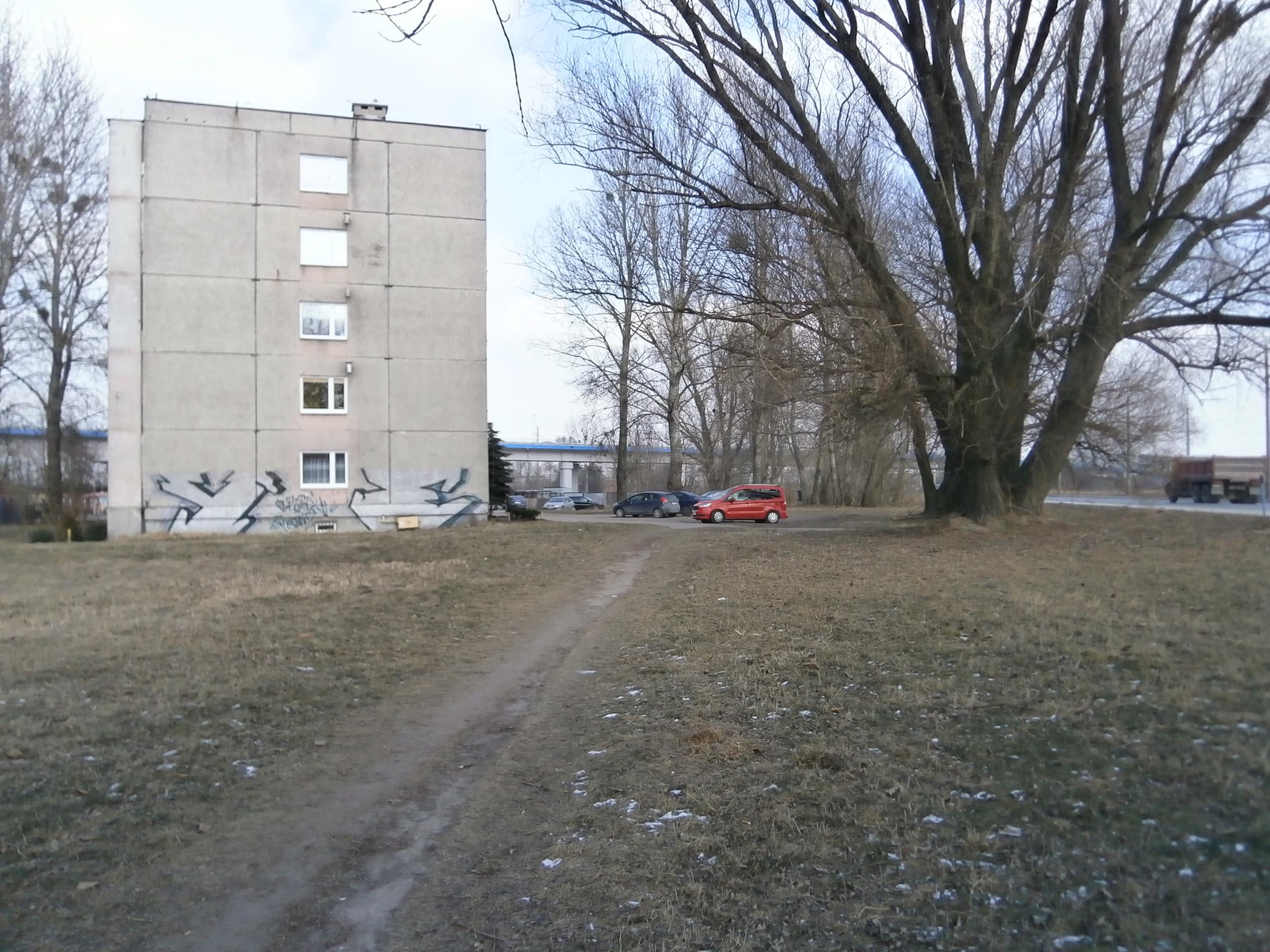 ul. M.Skłodowskiej-Curie 45/ ściana budynku + teren
